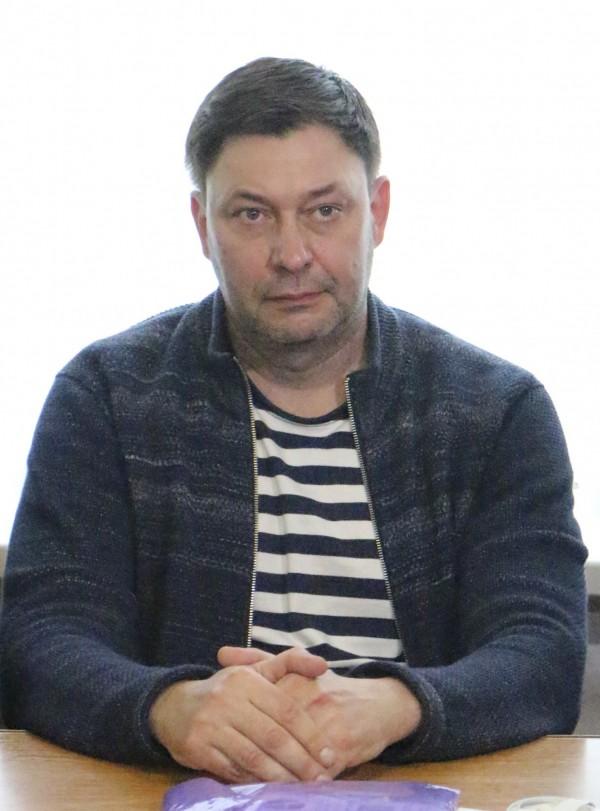 烏克蘭記者維辛斯基(Kirill Vyshinsky)5月時被當局依叛國罪逮捕,目前各界都在敦促烏克蘭應立即釋放他。(美聯社)