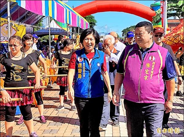 饒慶鈴(左)為副議長陳宏宗站台,炒熱國民黨選情。(記者張存薇攝)