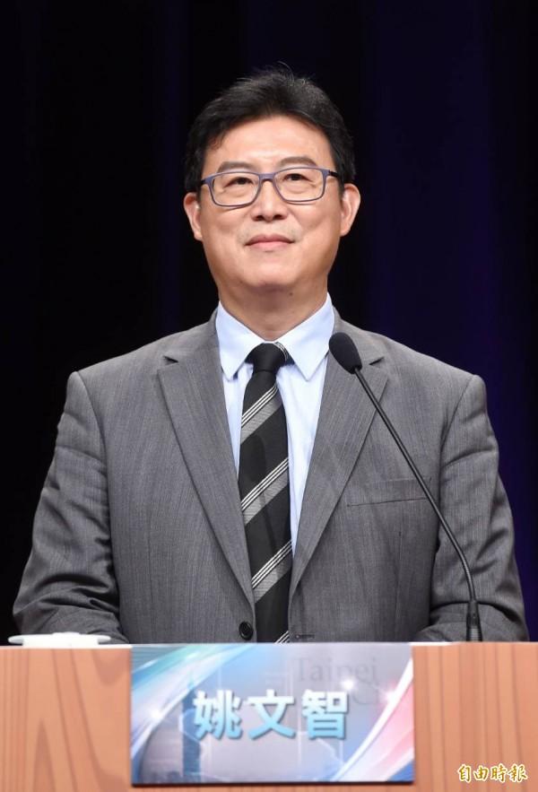 民進黨候選人姚文智在申論時重炮抨擊韓國瑜,稱在中國的協助下,韓國瑜成為最反動、最反智的網紅。(記者方賓照攝)