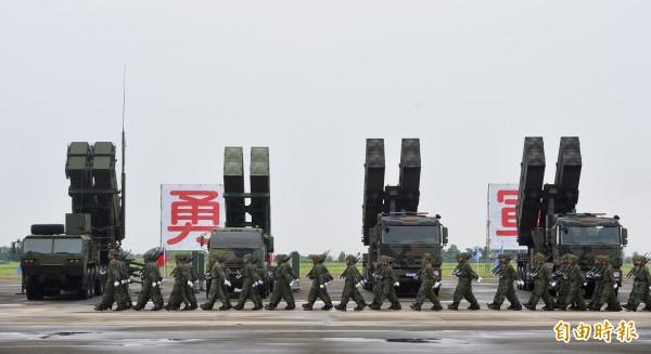 近年來漢光電腦兵推中,飛彈機動發射車扮演著反擊的關鍵兵力,據傳未來國軍在飛彈發射車的部署數量將超過200輛以上。(資料照)
