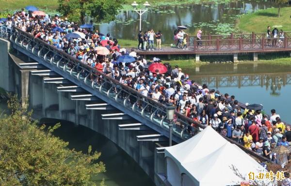 台南寶可夢活動5天吸引百萬人次參加,北藝大助理教授李明璁認為,遊戲本身的能量及台南的觀光資源與各方面配合到位,是成功的原因。(記者劉婉君攝)