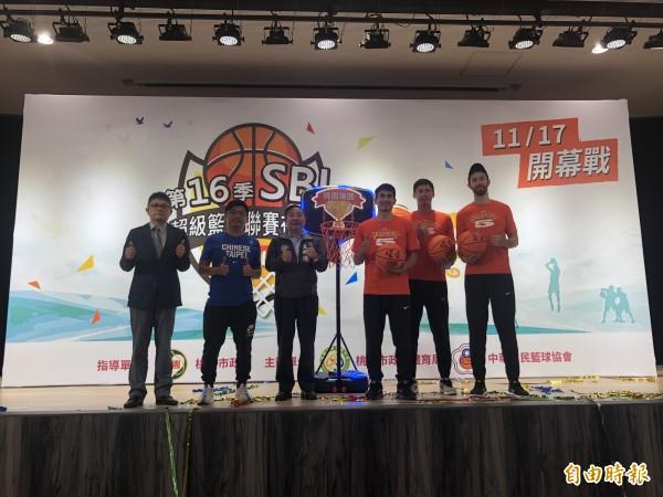 第16季超級籃球聯賽17日在桃園市立體育館展開。(記者陳昀攝)