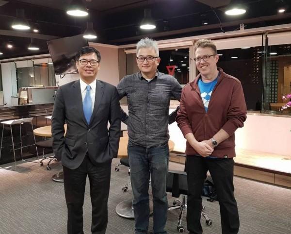 陳其邁(左)曾向PTT創辦人杜奕瑾(中)請益,如何在高雄發展AI人工智慧產業。(取自陳其邁臉書)