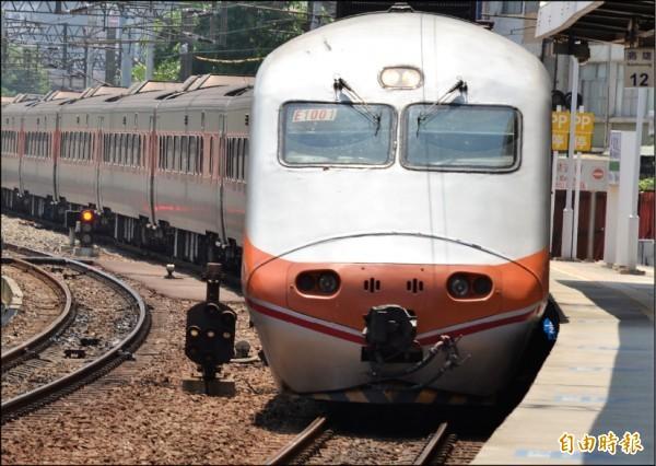 採購預算金額高達442.9億的600輛城際電聯車,正進行審標程序,若今年底能順利決標、簽約的話,預計民國110年下旬,就能有首批新車加入營運。圖為台鐵列車。(資料照)