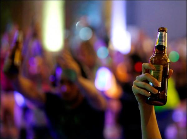 酒精每年造成全球300萬人死亡,比愛滋病、暴力與交通事故加起來還多。(歐新社)