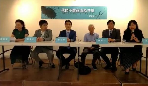 多位醫界人士共同召開記者會,發起「反對器官販賣及非自願捐贈器官移植」連署。(圖擷取自台灣醫界反器官販賣連署平台臉書)