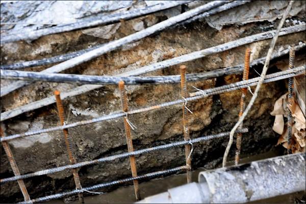 延平南路一處都更案施作工程,發現有清代城牆石遺址。 (文史工作者蕭文杰提供)