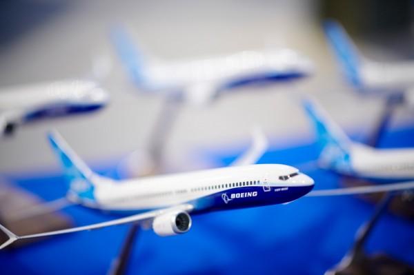 飛行控制系統讀數錯誤恐使客機有俯衝墜落的風險,傳出波音擬向使用737 Max的航空公司發出警告。(彭博)
