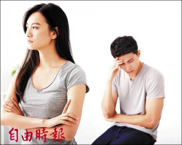 ▲男人如有不舉問題,無法面對心愛另一半,心情難免沮喪。 (照片來源:PIXTA)