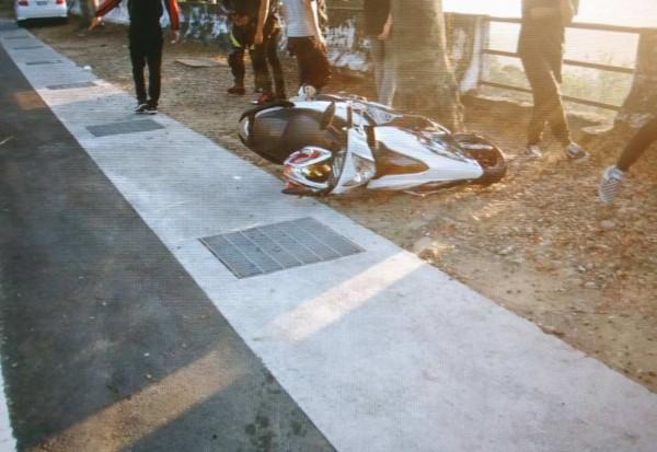 日前1名騎士於139線20公里處撞轎車摔成重傷。(記者湯世名翻攝)