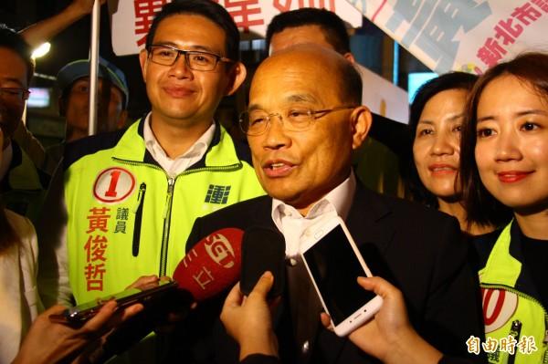 蘇貞昌以台北市長辯論規格為例,認為新北市總矮人一截。(記者邱書昱攝)