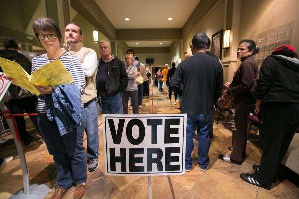 美國期中選舉,投票相當踴躍。(法新社)