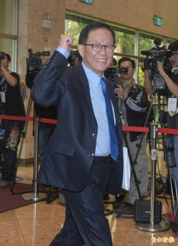 國民黨台北市長候選人丁守中在辯論最後環節,總結時痛批柯文哲騙藍騙綠沒有核心價值,就是一個政治大騙子。(記者張嘉明攝)