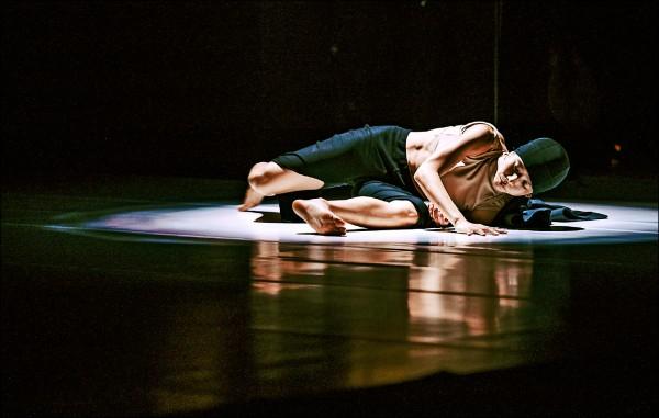 英國國家舞蹈獎得主簡晶瀅帶來《禿鷹》。  (衛武營提供)