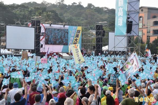陳其邁熱情支持者擠爆旗山體育場。(記者蘇福男攝)