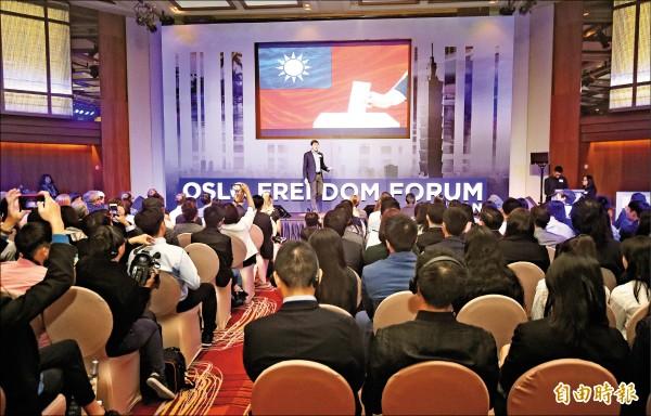 國際人權盛會「奧斯陸自由論壇」昨日在台北登場,人權基金會策略長格拉德斯坦(AlexGladstein)主持開幕式。(記者廖振輝攝)