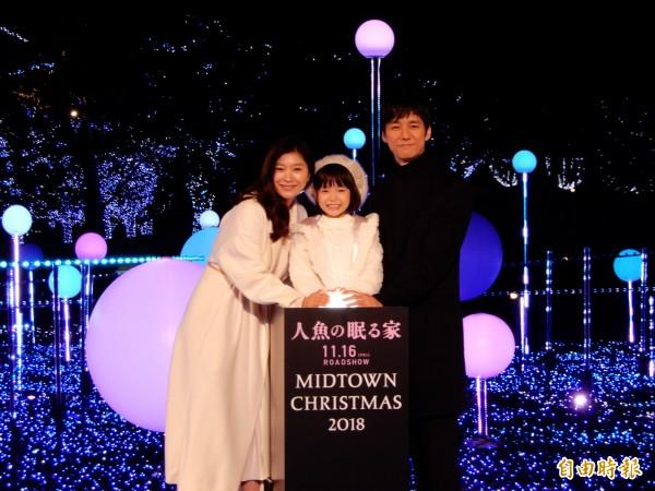 日本女星篠原涼子、童星稻垣來泉和男星西島秀俊為東京城中城點亮今年的耶誕燈飾。(記者林翠儀攝)