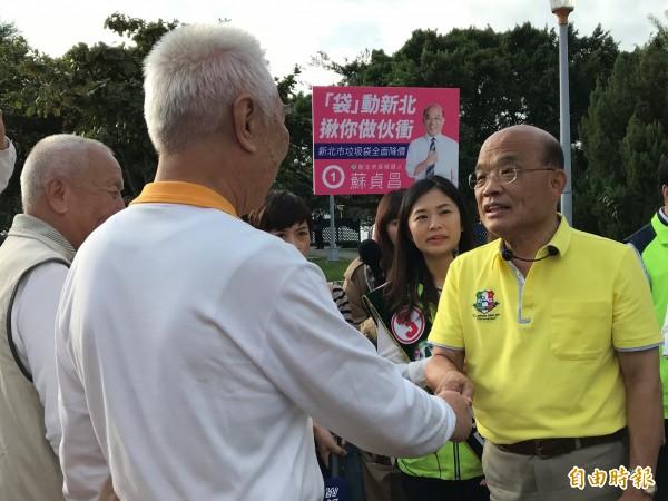 民進黨新北市長候選人蘇貞昌(右)。(記者李雅雯攝)