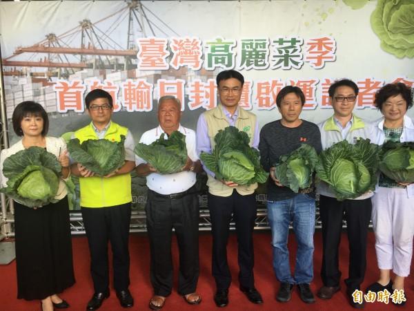陳吉仲希望農民提升高麗菜品質,藉由多元銷售管道維持價格正常化。(記者顏宏駿攝)