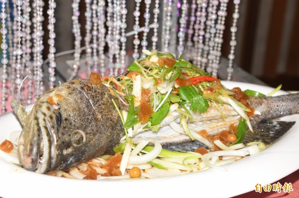 永安石斑魚饗宴,令人食指大動。(記者蘇福男攝)