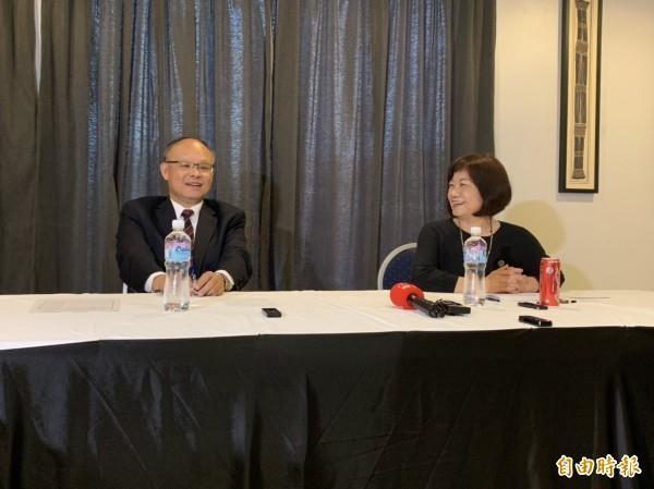 右起國發會主委陳美伶(右)、政委鄧振中(左)(記者黃佩君攝)