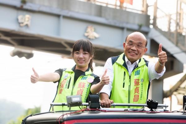 民進黨新北市長候選人蘇貞昌今天下午在立委呂孫綾的陪同下,在泰山車隊掃街。(蘇貞昌辦公室提供)