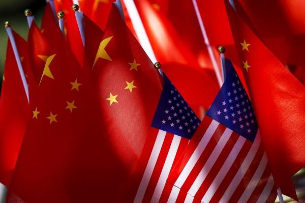 學者認為,川普政府可能就南海與台灣等議題反擊中國。(美聯社)