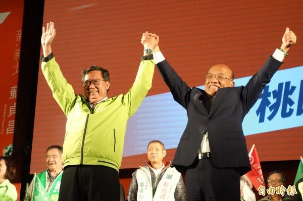 民進黨新北市長候選人蘇貞昌今晚在林口造勢,桃園市長鄭文燦也來站台助講。(記者葉冠妤攝)