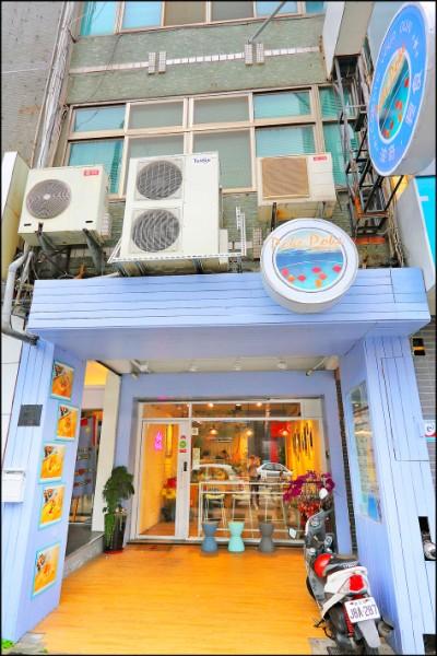 PokéPoké • 波奇波奇的店外觀讓人想起了夏威夷。(記者李惠洲/攝影)