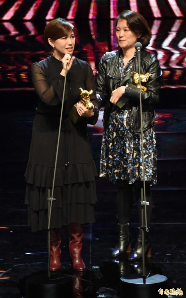 《我們的青春,在台灣》導演傅榆(左)獲獎淚崩。(資料照)