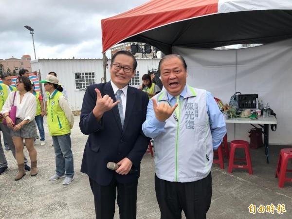 高雄義大院長杜元坤,公開為陳光復站台造勢。(記者劉禹慶攝)