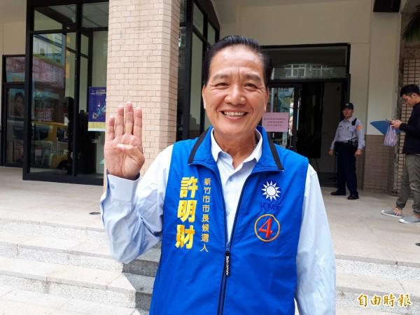 新竹市第2場公辦政見會,捲土重來的國民黨候選人許明財強調要開除民進黨,就要票投國民黨。(記者洪美秀攝)