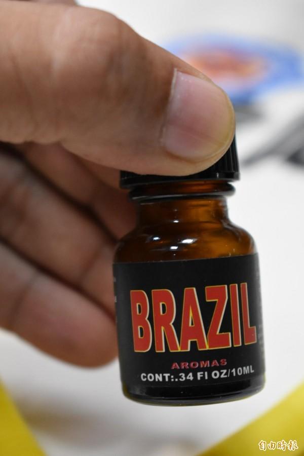 警方查扣疑似肛門鬆弛劑的藥物。(記者張瑞楨攝)