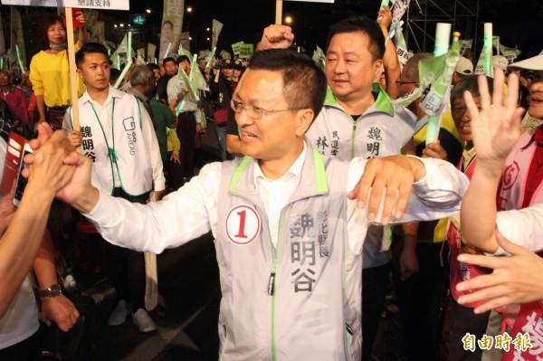 拚連任的魏明谷今晚在鹿港鎮舉行造勢晚會。(記者張聰秋攝)