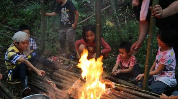 明日部落拿撒姆山學校26日起,將展開為期一週的2018大地藝術工作營現地創作,除部落孩子,也邀請熱愛原始山林部落文化的社會青年共同參與。 (Wagi Qmisan提供)