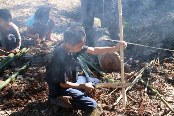 拿撒姆大地藝術工作營計畫策展人Wagi Qmisan表示,期望透過擴大的藝術—新類型公共藝術,讓「整座山就是泰雅生活美術館」,去涵養部落孩子不一樣的凝視經驗。 (Wagi Qmisan提供)