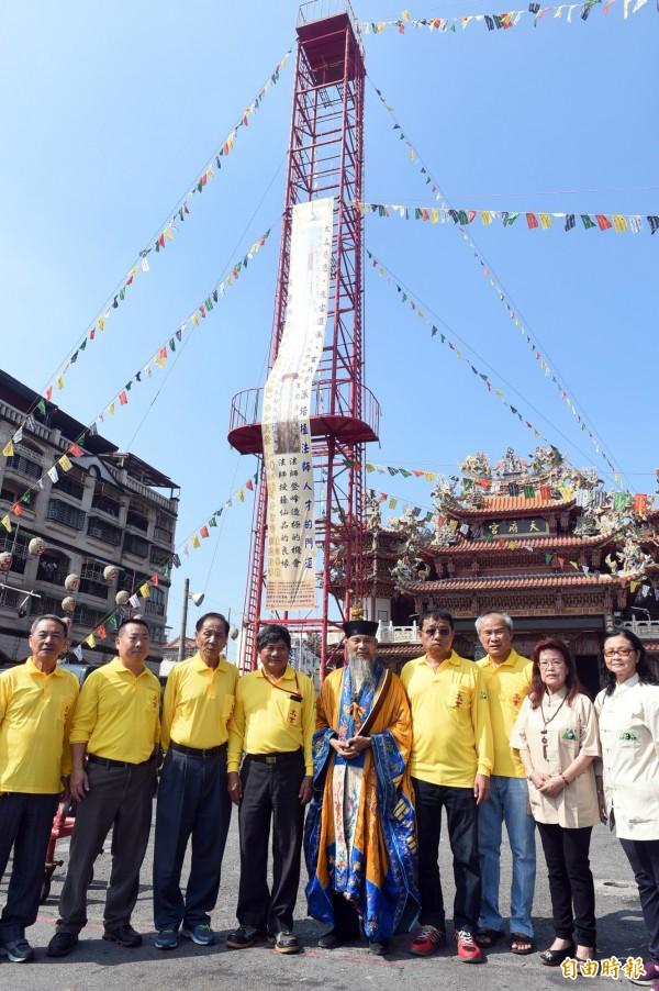 中國武當道教太玄法師協會12月2日將在高雄左營蓮潭路158號「左營天府宮」廣場,舉行刀梯法會,傳承道教傳統文化。(記者張忠義攝)