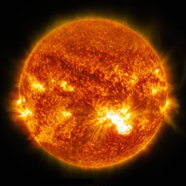 圖為NASA於2014年10月發布拍攝到的太陽照片。(圖擷取自NASA官網)