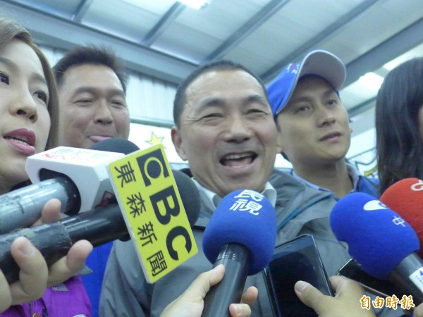 國民黨新北市長候選人侯友宜(中)。(記者李雅雯攝)
