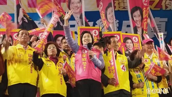 徐欣瑩呼籲改變新竹縣,終結鄭、邱3O年政治惡鬥,改變成真、脫胎換骨。(記者廖雪茹攝)