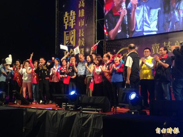 韓國瑜選前之夜晚會在「高雄發大財」口號聲中精彩落幕。(記者黃旭磊攝)