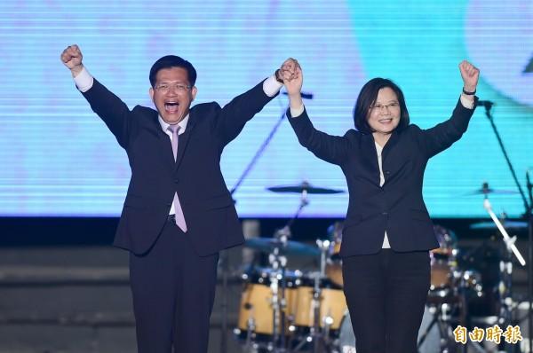 總統蔡英文晚間出席台中市長林佳龍團隊舉辦「我們都是台中隊」選前之夜造勢晚會,呼籲所有選民團結起來,給林佳龍一個肯定!(記者廖耀東攝)