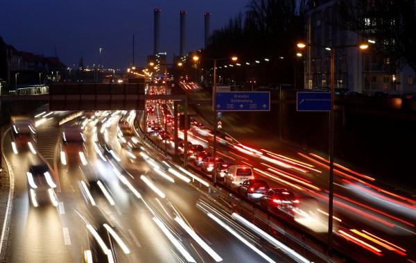 德國18歲少年在通過路考後開心飆車,49分鐘後就被警察攔停並吊銷駕照。(路透)