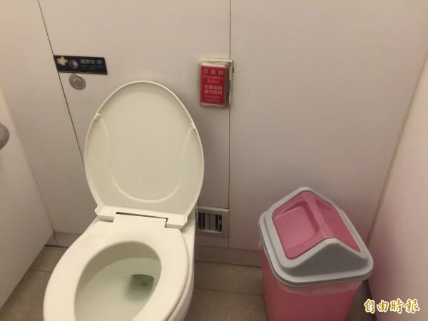 妙齡女子遭鄧姓色狼尾隨進入廁間,趁機強吻得逞,所幸女子機警,按下求救鈴引來保全。(記者陳恩惠攝)