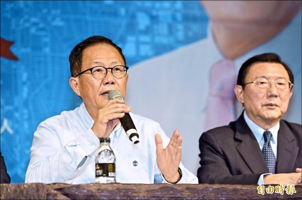 國民黨台北市長候選人丁守中以些微差距敗選,他決提選舉無效之訴,昨在律師團陪同下,就後續訴訟進行說明。(記者叢昌瑾攝)