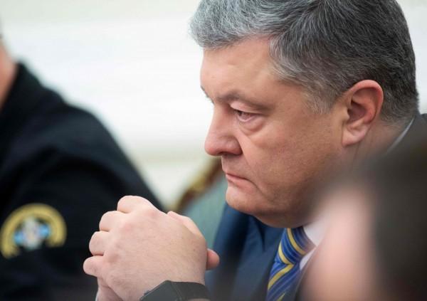 烏克蘭與俄羅斯在黑海爆發軍事衝突,俄羅斯開火扣留烏克蘭3艘企圖穿越海峽的軍艦,烏克蘭總統波洛申科擬宣布戒嚴令,來捍衛國土。(法新社)