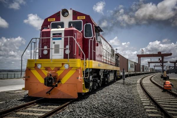 在肯亞「蒙內鐵路」的相關弊案中,首次有中國人面臨法律指控。(彭博)