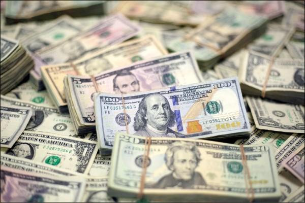 皮優研究中心最新調查顯示,美國人重視金錢勝於友情。(路透檔案照)