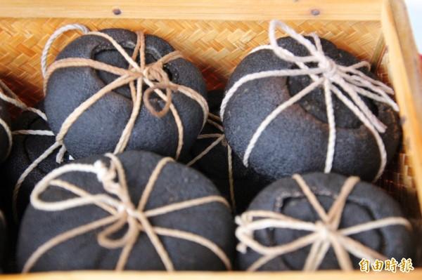 新竹縣是柑橘的故鄉,圖為關西的手工酸柑茶,想要體驗,本週末在關西仙草加工廠就有機會。(記者黃美珠攝)