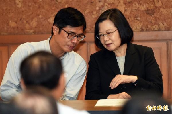 總統蔡英文與陳其邁,今天與上百位後援會會長舉行檢討會。(記者張忠義攝)